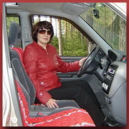 Красные накидки в автомобиле