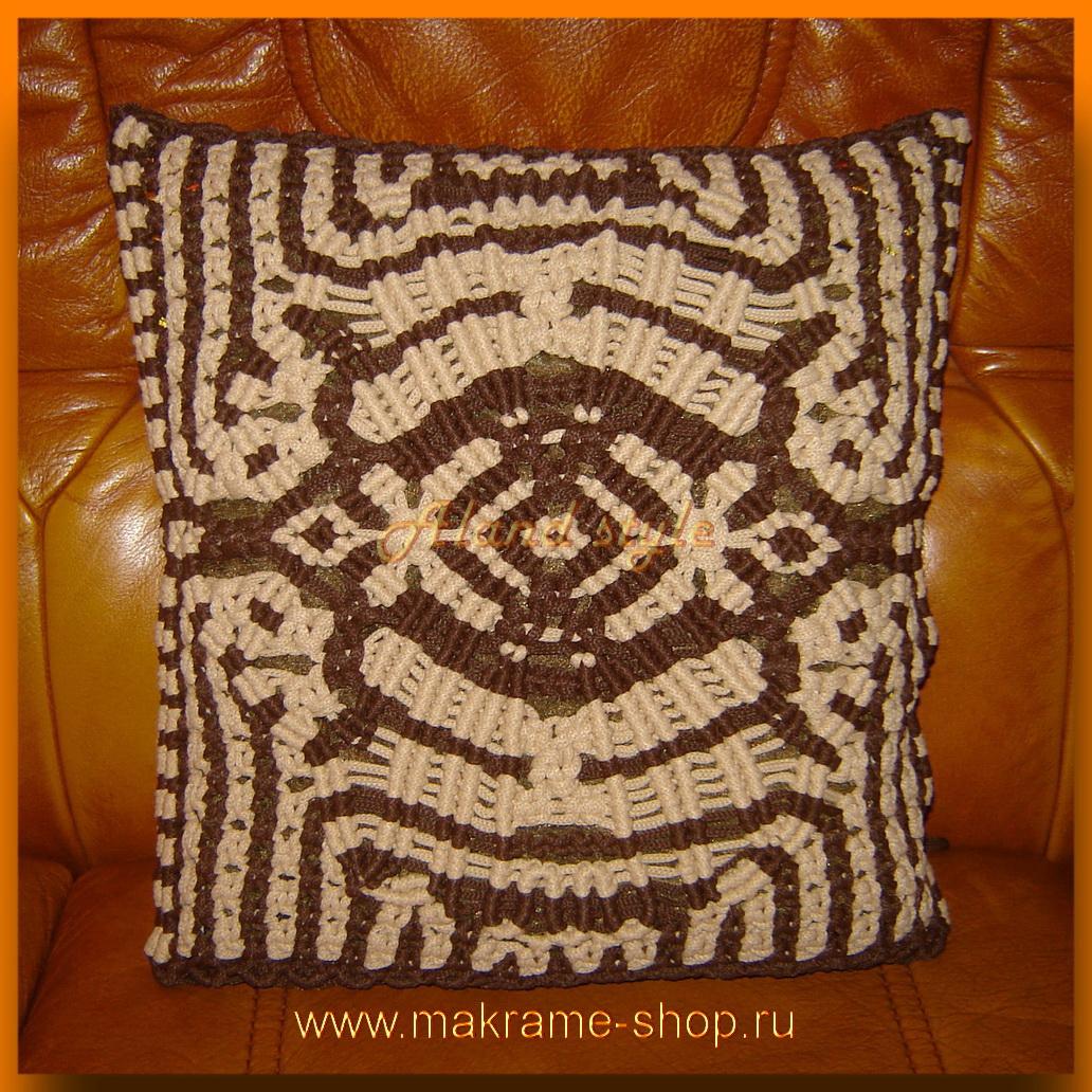 Плетеная подушка для салона автомобиля
