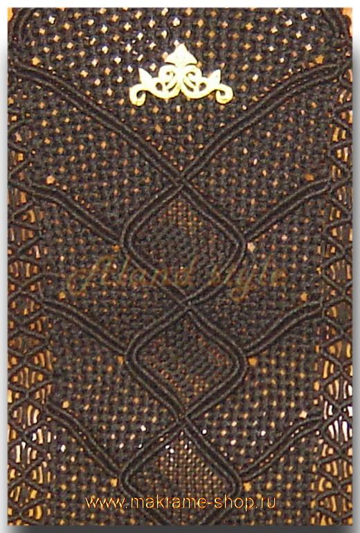 Узор плетеных накидок с накладной эмблемой