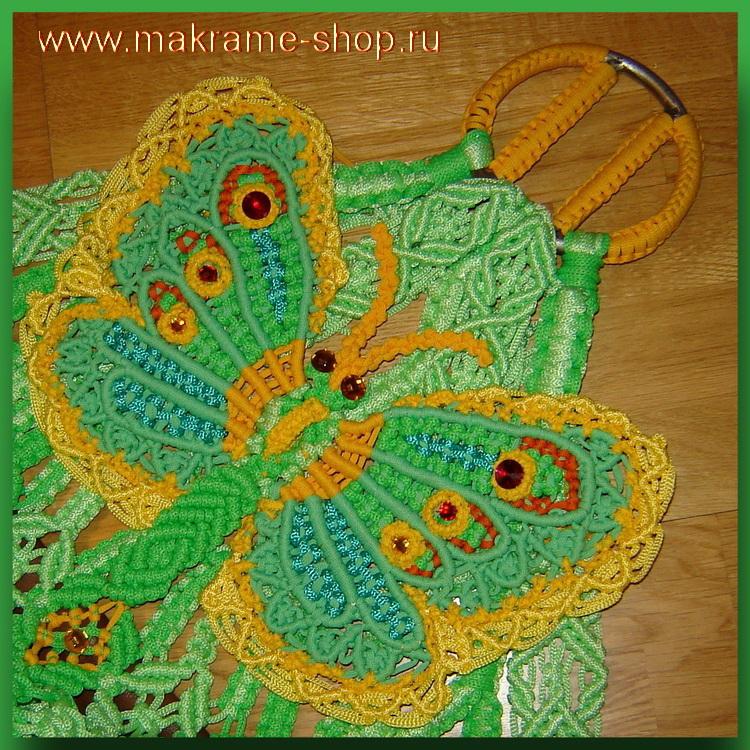 Бабочки на треугольниках гамака-макраме