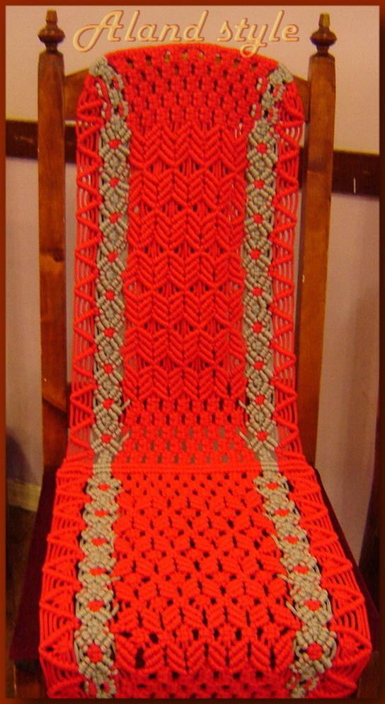 Плетеная красная накидка на сиденье