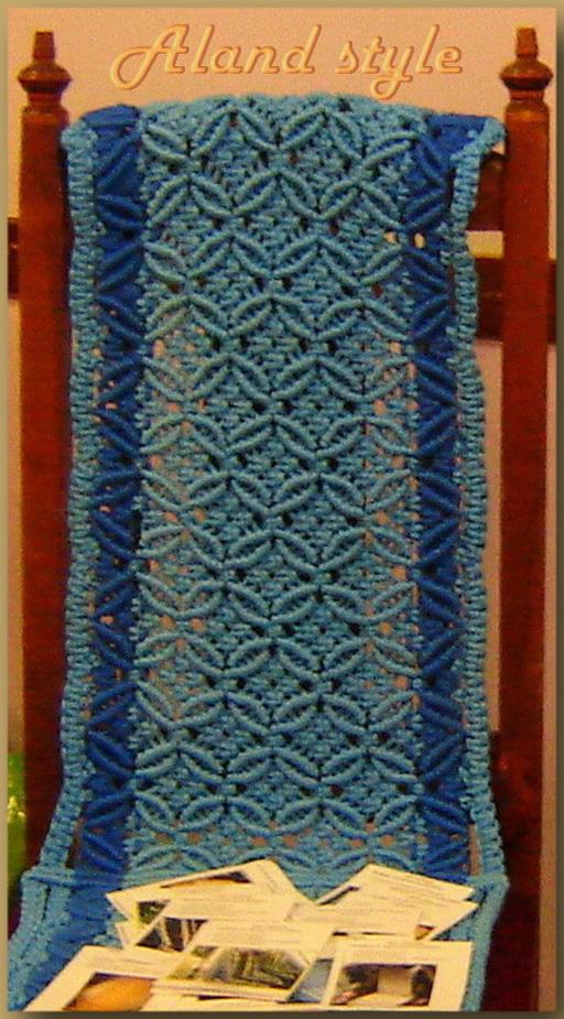 Плетеная синяя накидка на сиденье